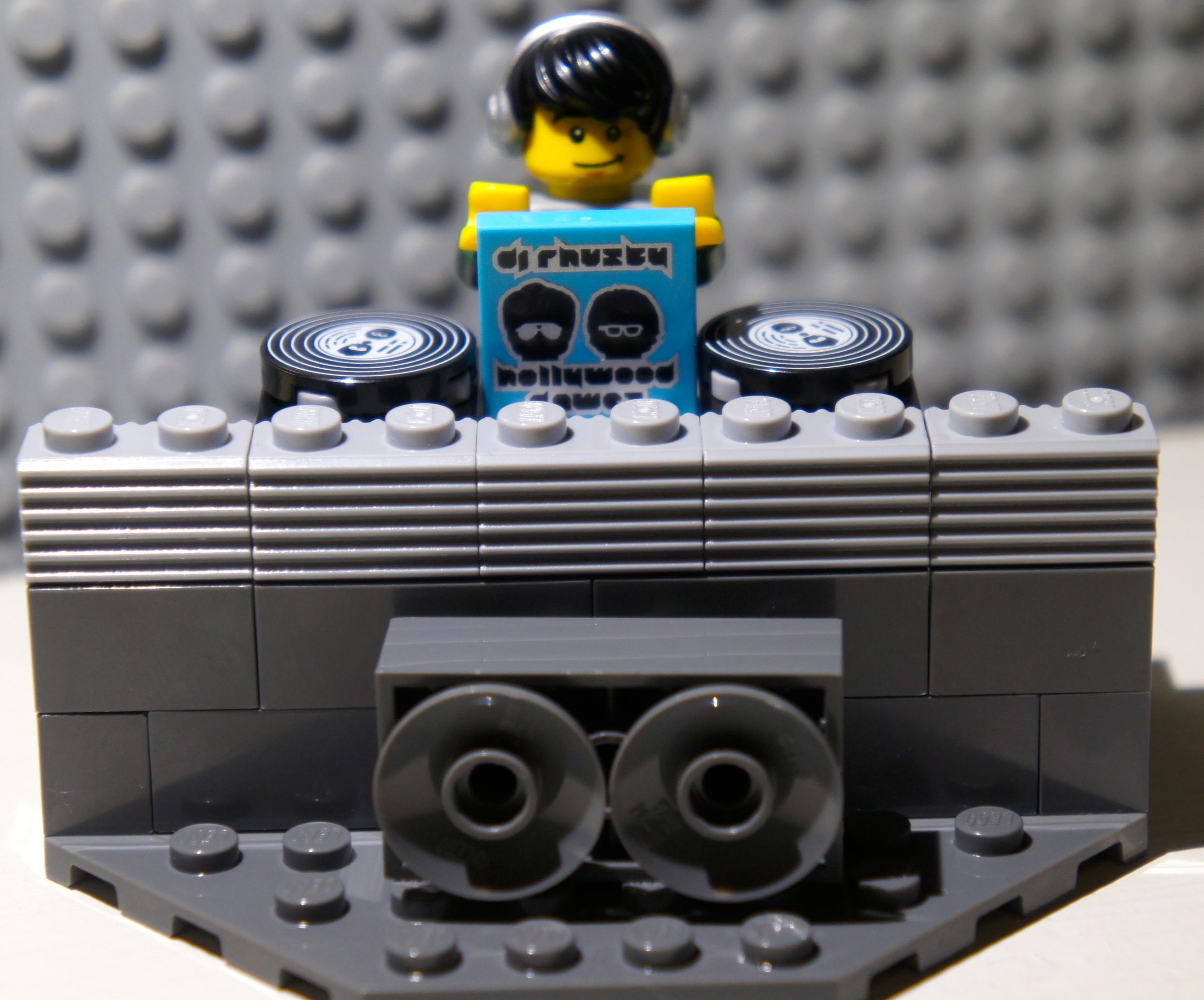 Minifig Series 8 –DJ