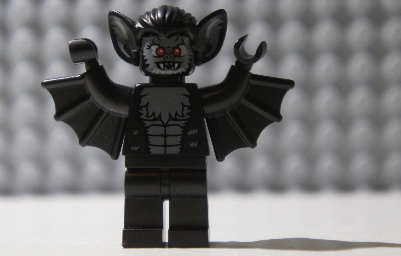 Minifig Series 8 – VampireBat