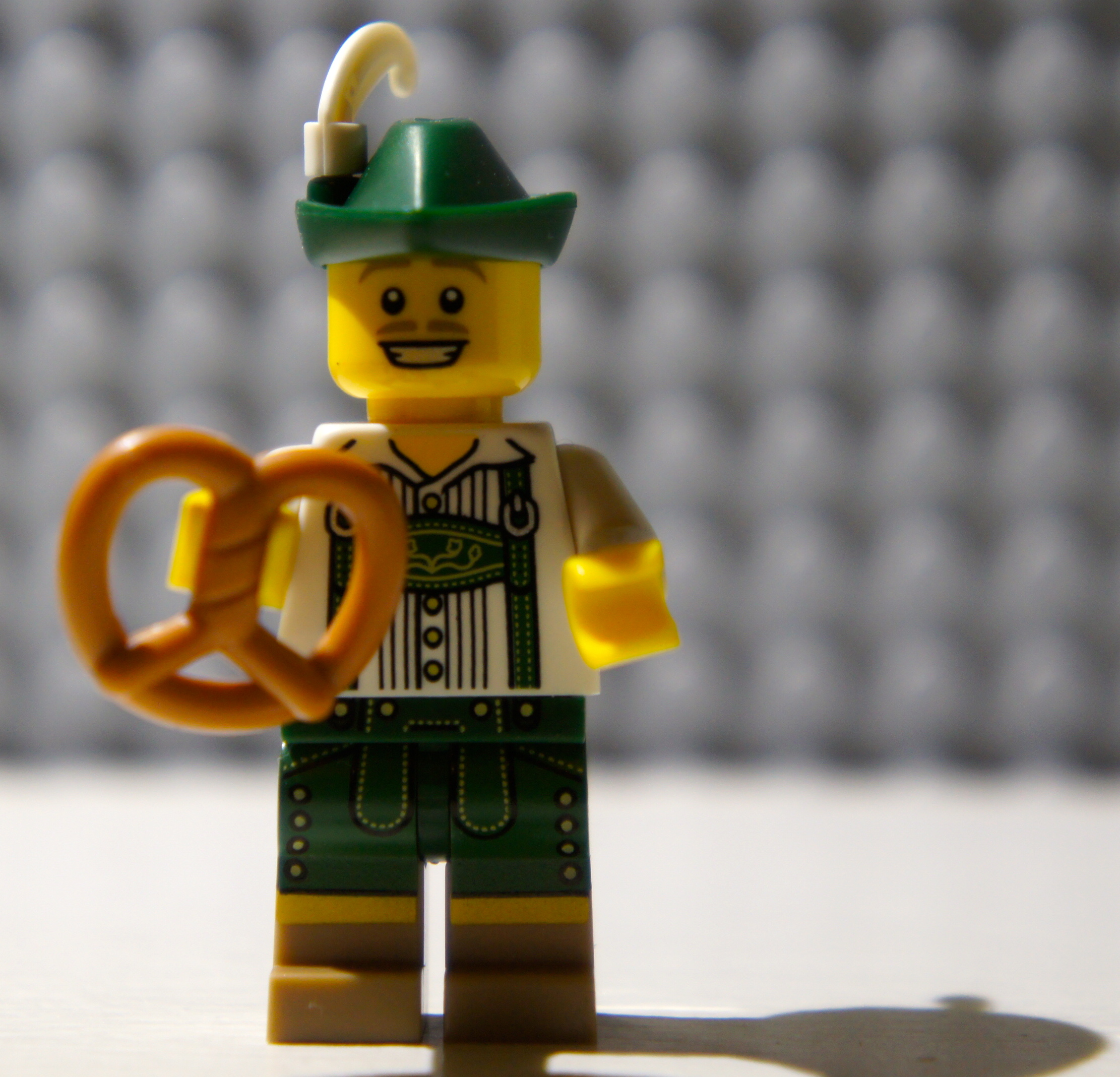 Minifig Series 8 – Lederhosen Guy