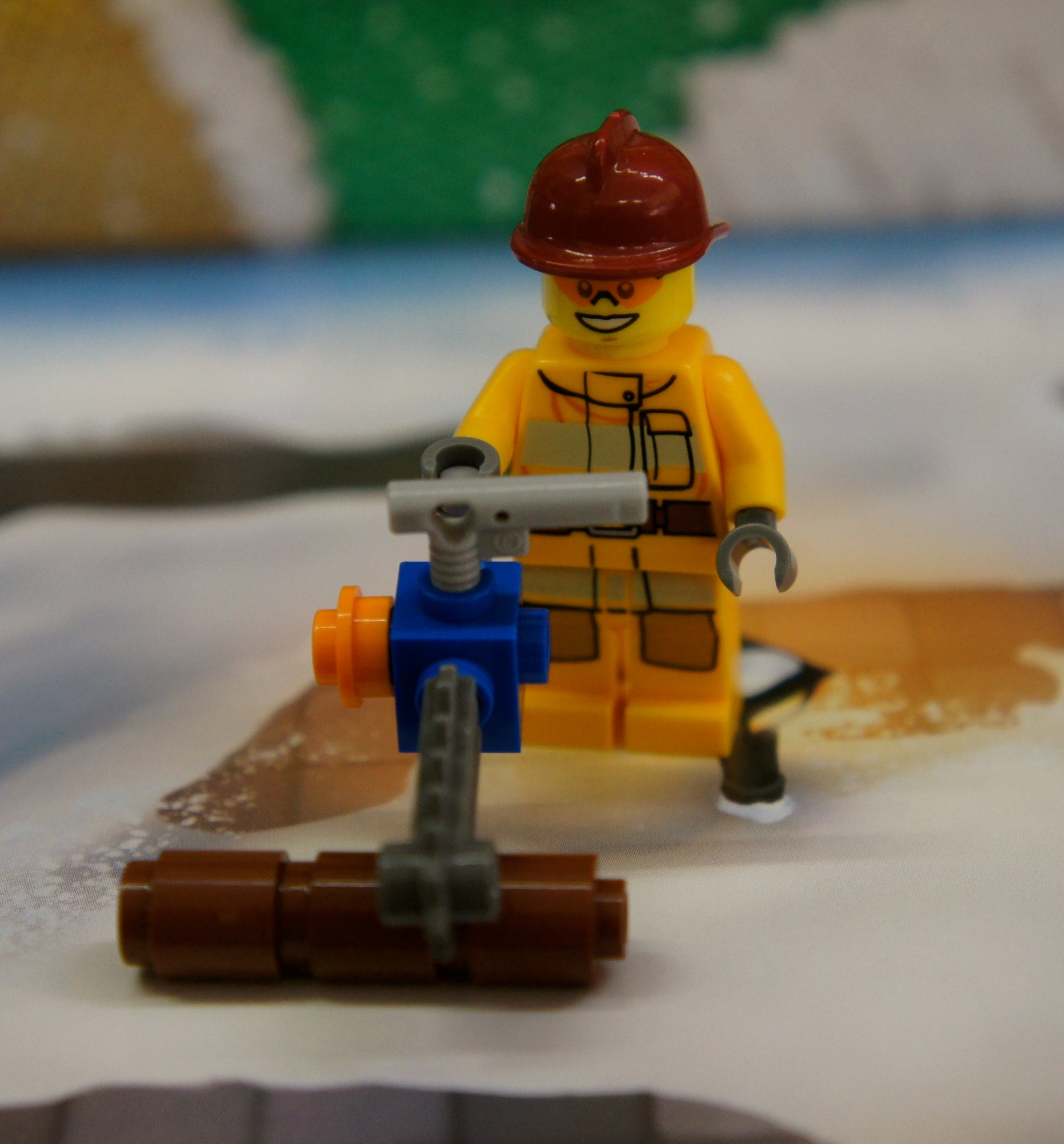 LEGO City Advent Day 2 –Chainsaw