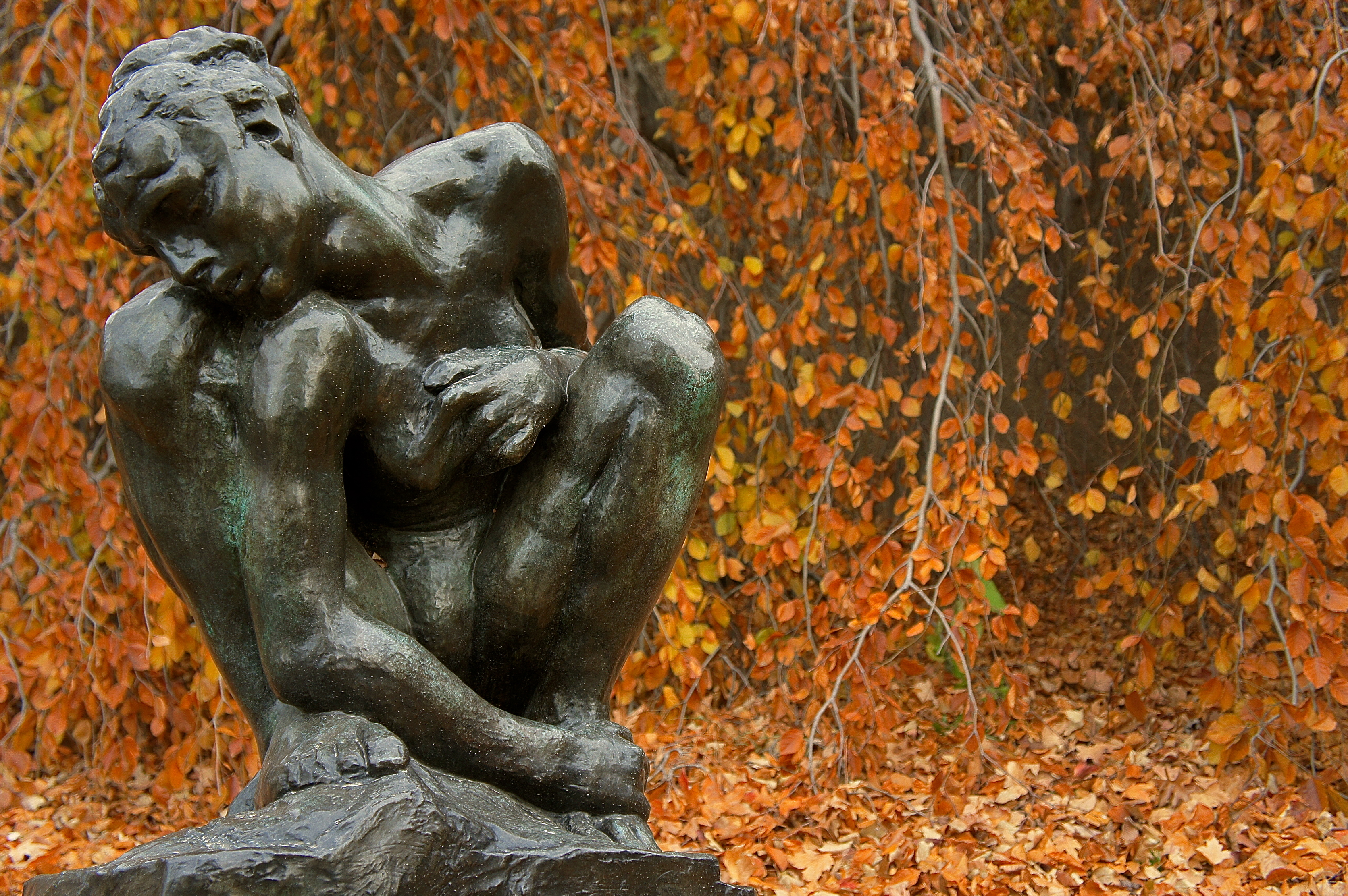 Hirshhorn Sculpture Garden – Crouching Woman – Fall
